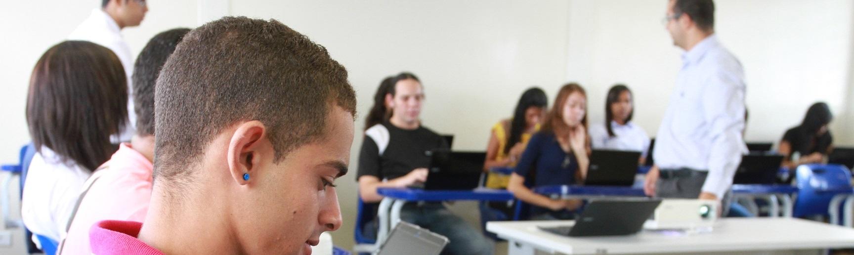 Curso auto-instrucional a Distância da Escola Web